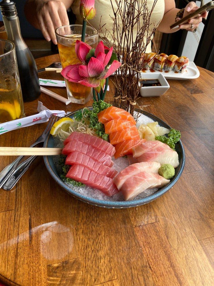 Akashi Asian Bistro & Sushi Bar: 15250 Hwy 105, Montgomery, TX
