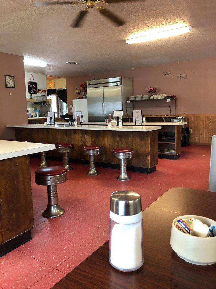 Vicki's Cozy Cafe: 132 N Iowa St, Muscoda, WI