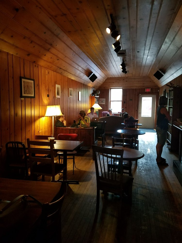 Black Cat Coffeehouse: 211 Chapple Ave, Ashland, WI