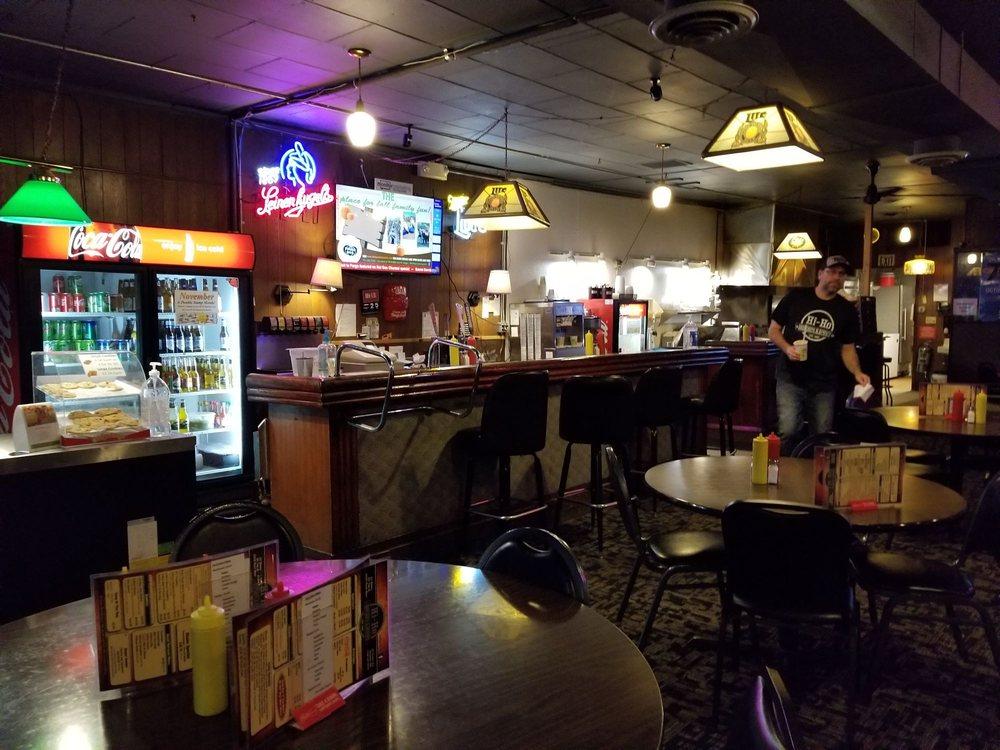 Hi-Ho Burgers & Brews: 10 Center Ave E, Dilworth, MN