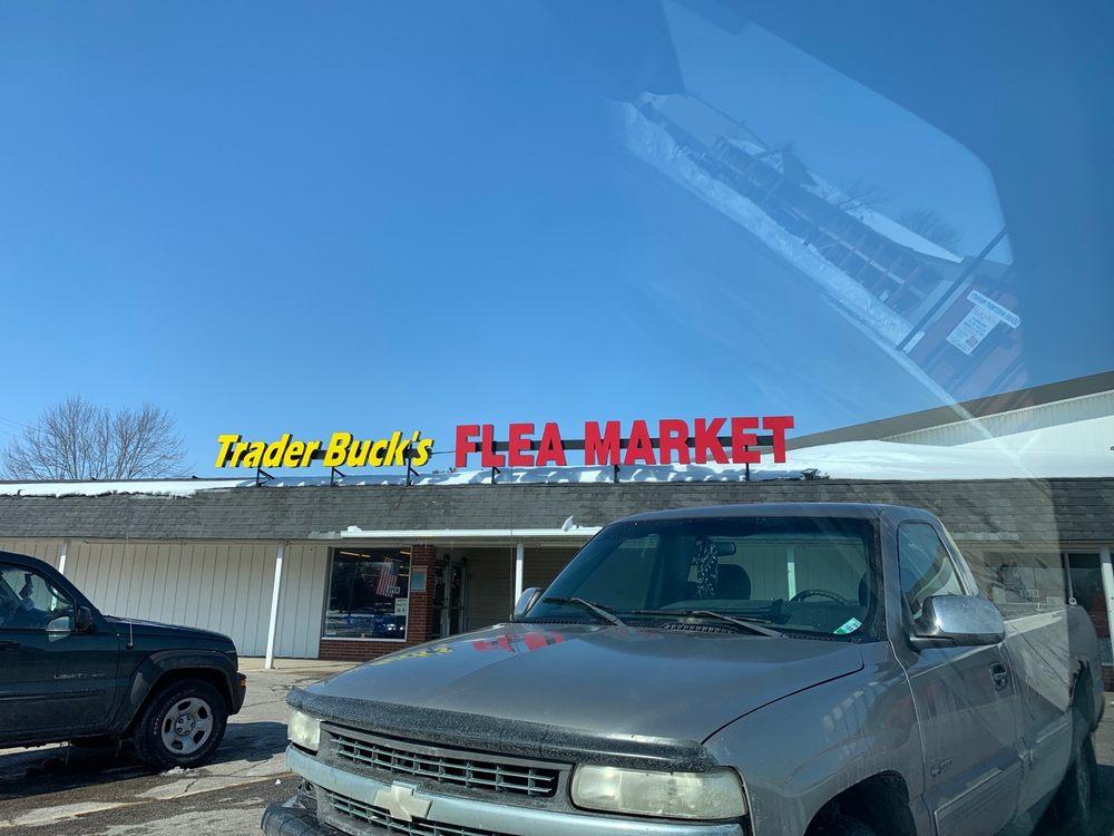 Trader Buck's Flea Market: 1950 E Walnut St, Frankfort, IN