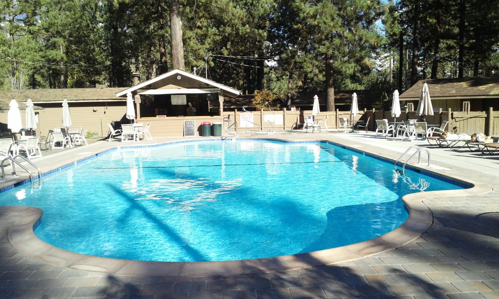 River Pines Resort: 8296 Hwy 89, Graeagle, CA