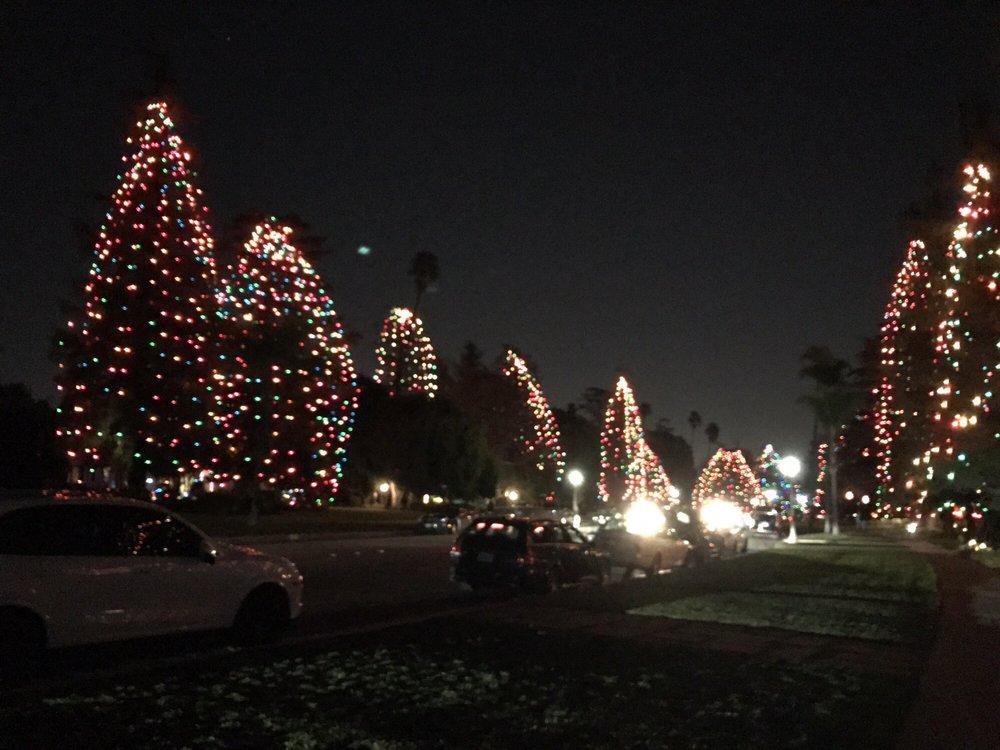 St. Albans Rd. Xmas Lighting: Saint Albans Rd, San Marino, CA