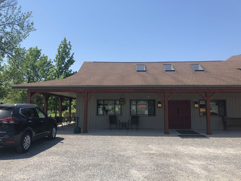 Schulze Vineyards & Winery: 2090 Coomer Rd, Burt, NY