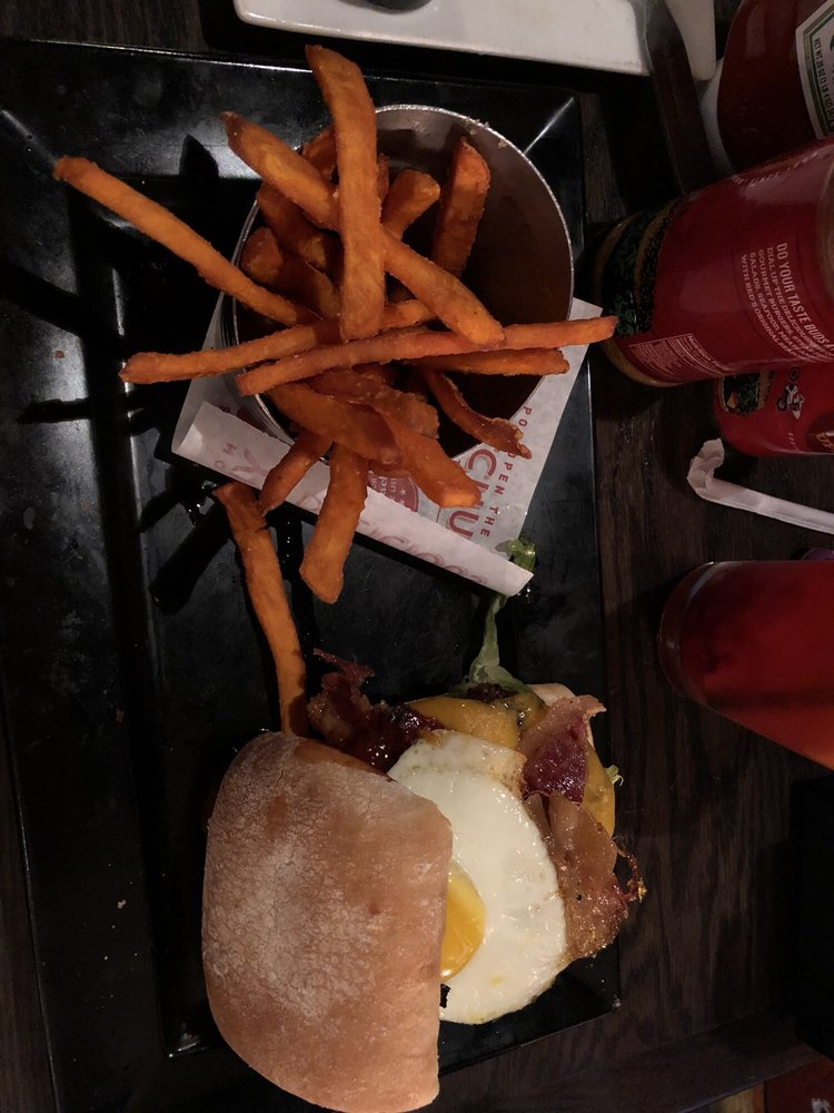 Red Robin Gourmet Burgers and Brews: 502 Cross Creek Mall, Fayetteville, NC