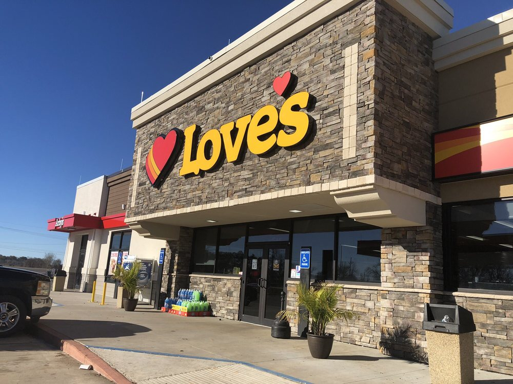 Love's Travel Stop: 7046 Highway 1, Boyce, LA
