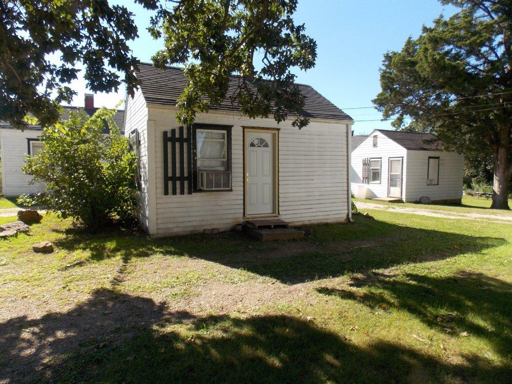 Weaubleau Motel: 705 E Hwy 54, Weaubleau, MO