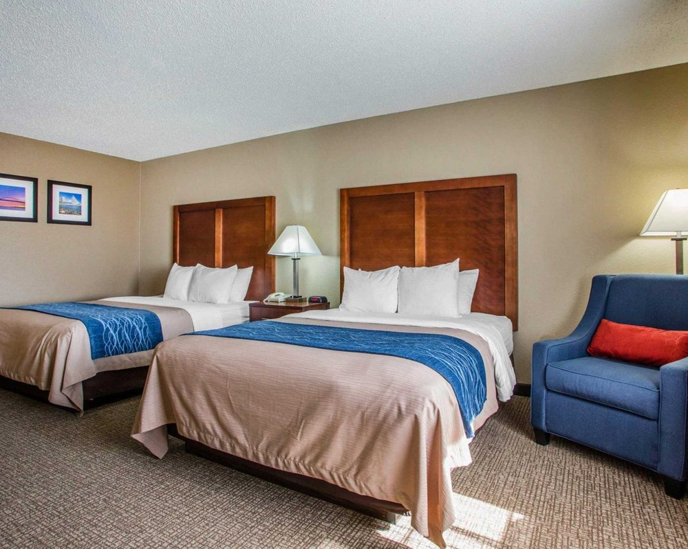 Comfort Inn & Suites Jackson - West Bend: W227 N 16890 Tillie Lake Crt, Jackson, WI