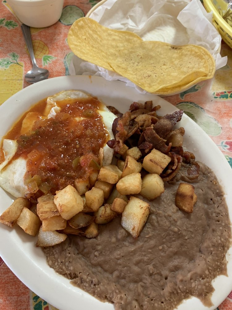 Las Mananitas Mexican Food Cafe: 2420 W Kingsbury St, Seguin, TX