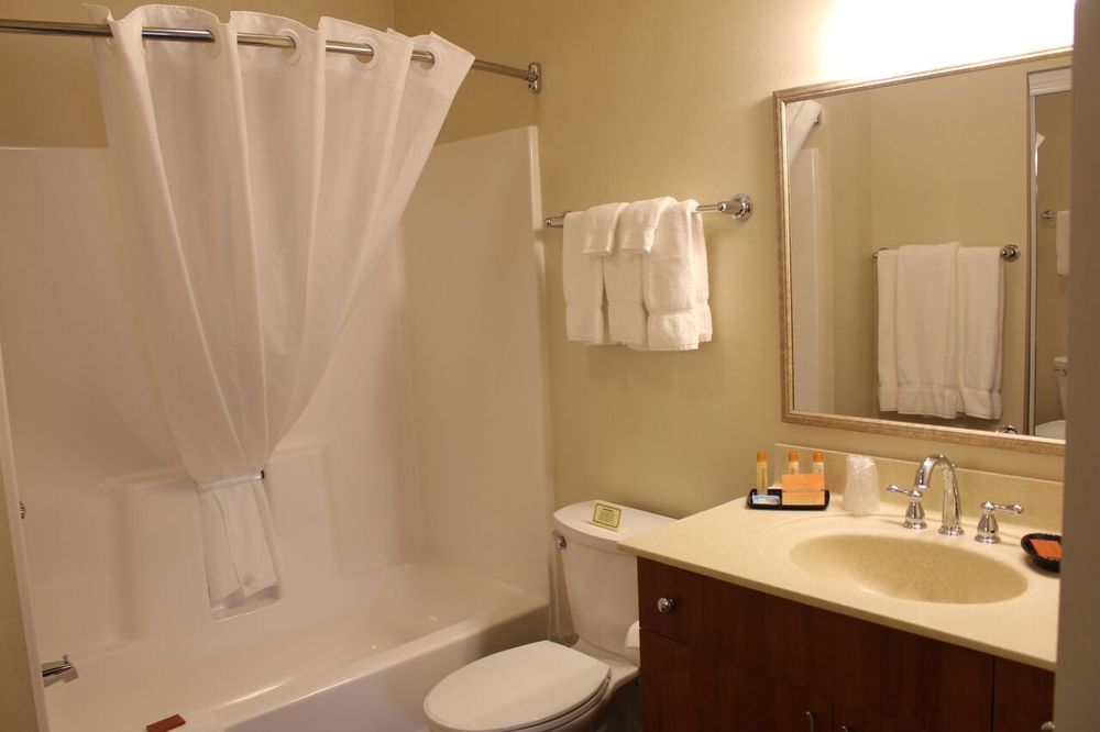 Aspen Suites Hotel: 409 Main St, Haines, AK