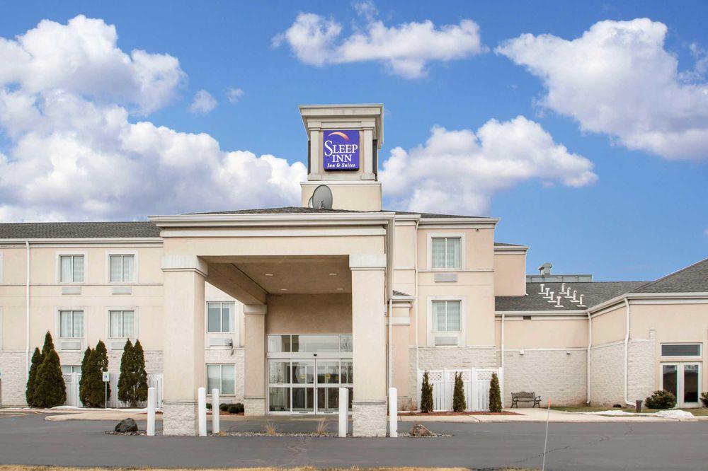 Sleep Inn & Suites: 3912 Motel Rd, Sheboygan, WI