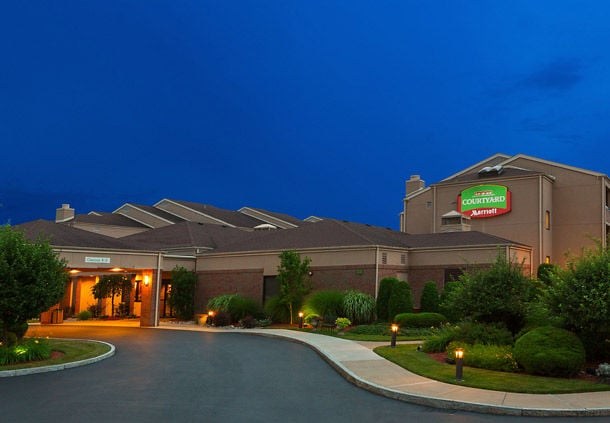 Courtyard by Marriott Rochester Brighton: 33 Corporate Woods Dr, Rochester, NY