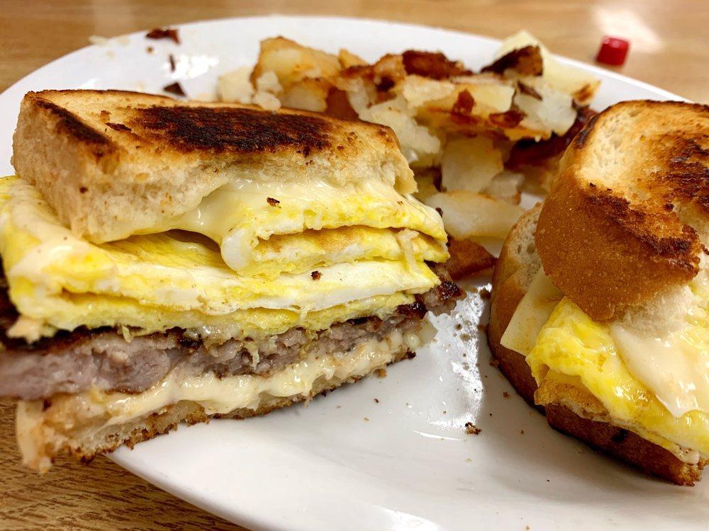Brooks Cafe: 1139 W Benjamin Franklin Hwy, Douglassville, PA