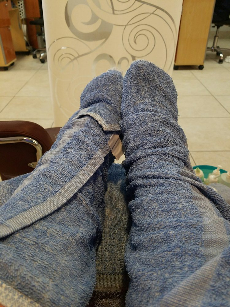 Trendy Nail Spa: 4415 W Franklin St, Bellbrook, OH