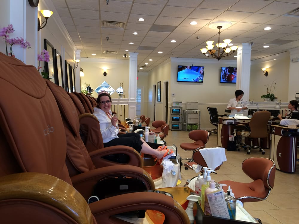 La Bona Nail Care & Spa: 48 Pidgeon Hill Dr, Sterling, VA