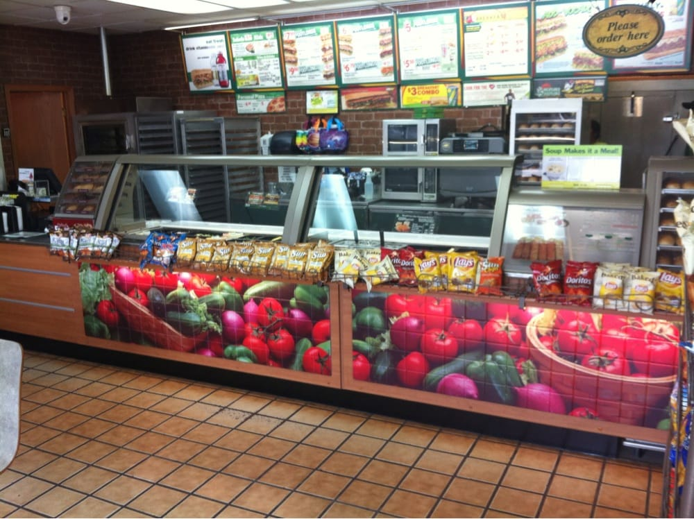 Subway: 2634 Prairie Ave, Beloit, WI