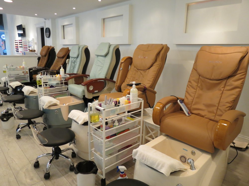 Nail Crush: 4612 N Lincoln Ave, Chicago, IL