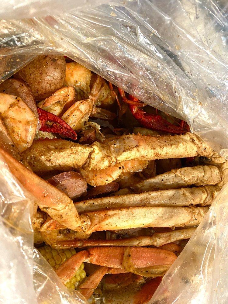 Crafty Crab Kenwood: 7677 Montgomery Rd, Cincinnati, OH
