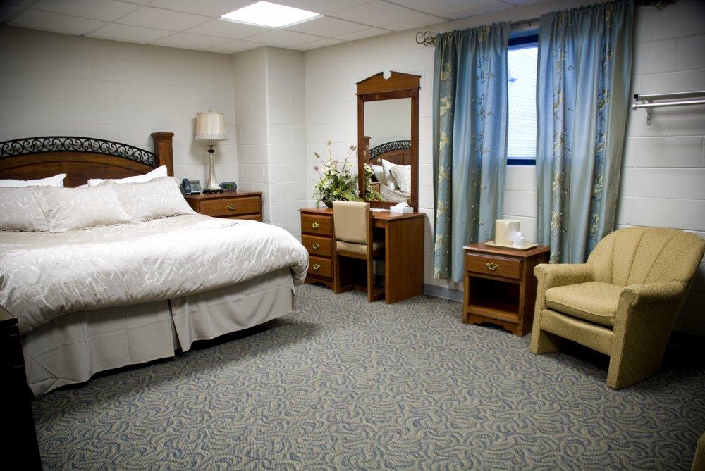 Ozark Lodge: 400 New Creation Rd, Newark, MO