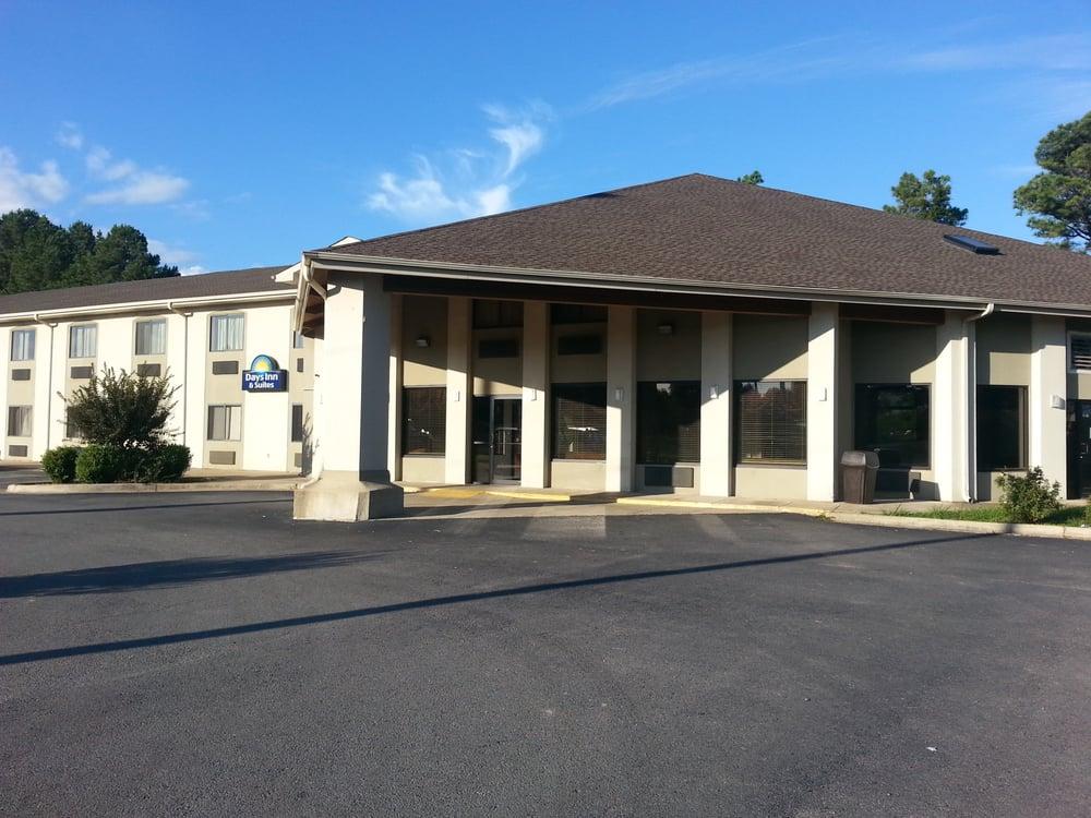 Days Inn: 2203 N Main St, Brinkley, AR