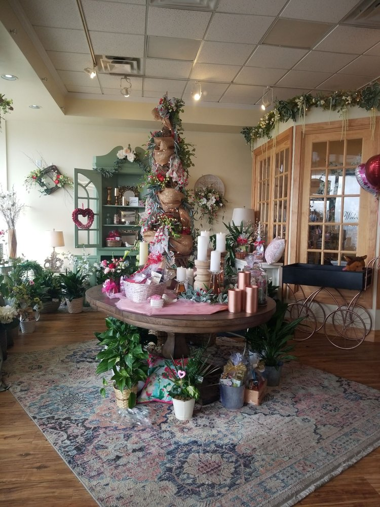 A Touch of Elegance Florist: 4600 Williamsburg Station Rd, Floyds Knobs, IN