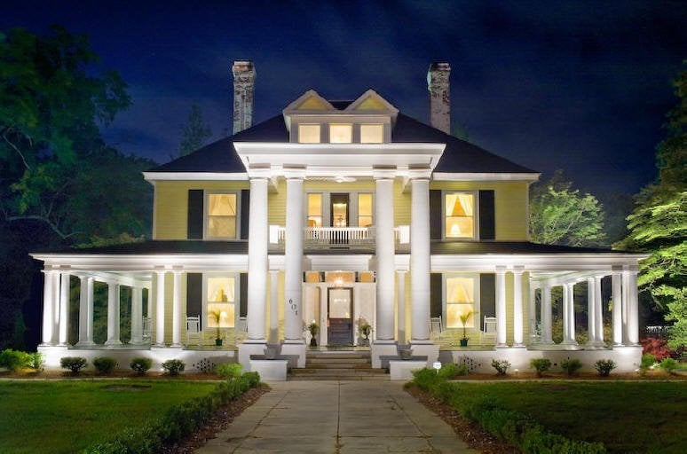 The Columns Bed and Breakfast: 601 E Main St, Dillon, SC