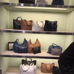 Serravalle Designer Outlet - 15 fotos y 16 reseñas - Tiendas outlet ...