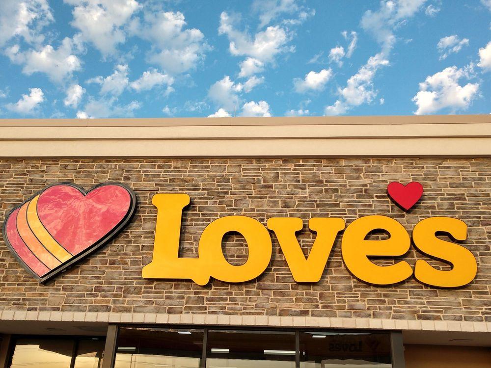 Love's Travel Stop: 188 N 30th Rd, Syracuse, NE