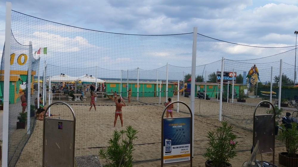 Tanti campi da beach volley r racchettoni yelp for Bagno 72 rimini