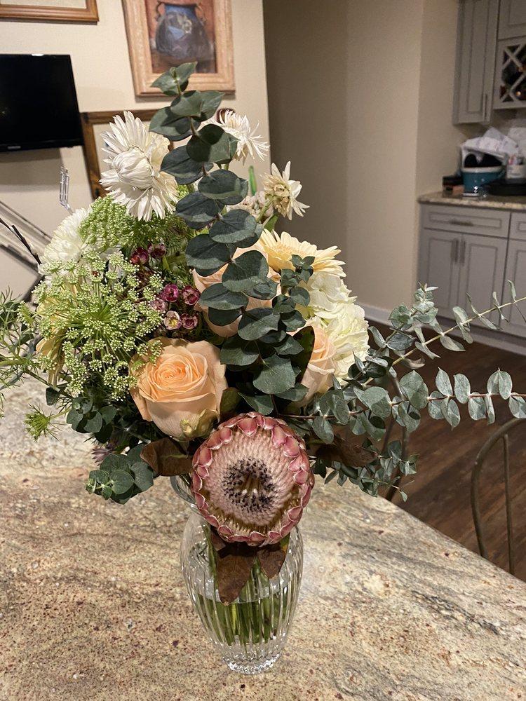 Central Market Flowers: 5 W King St, Lancaster, PA