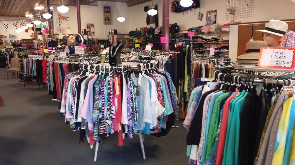 Franklin St Clothing: 612 Franklin St, Pella, IA