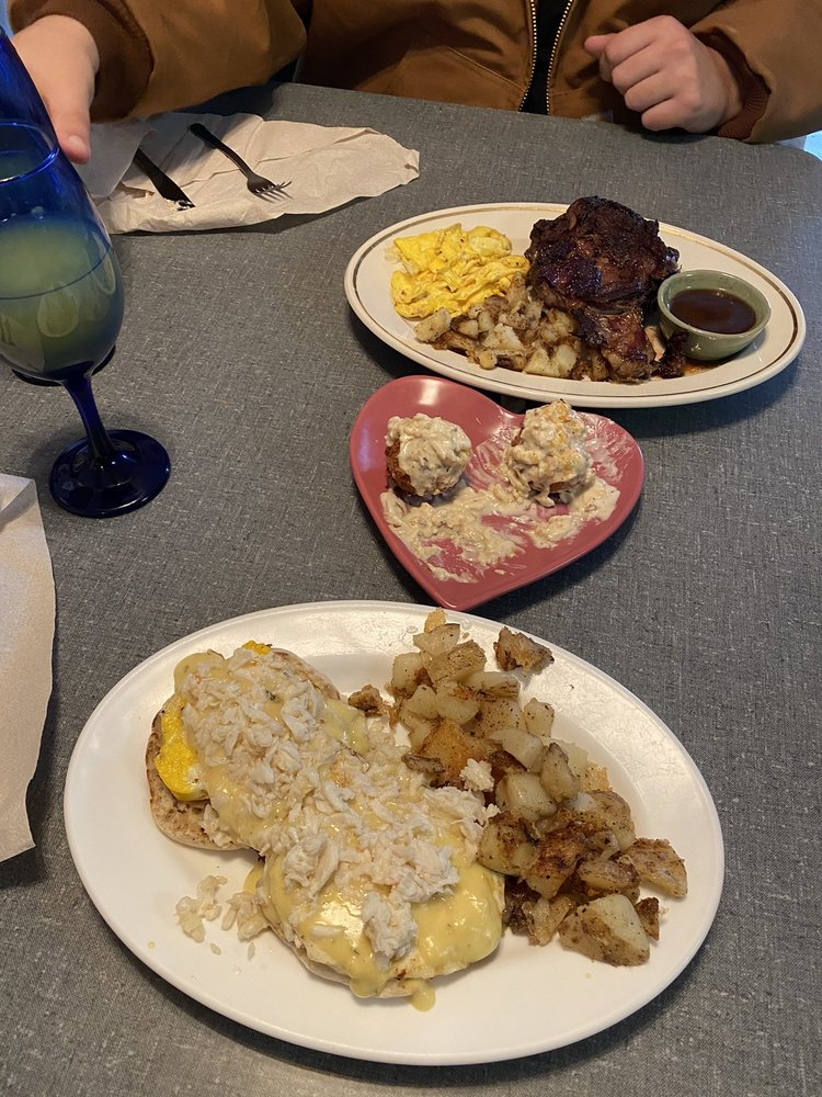 Helen's Cafe And Catering: 29890 Three Notch Rd, Charlotte Hall, MD