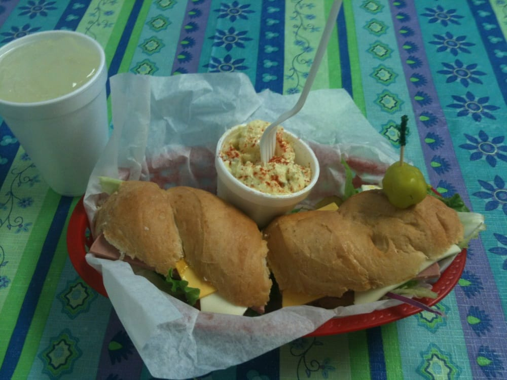Subs & Clubs: 2121 N Bedell Ave, Del Rio, TX