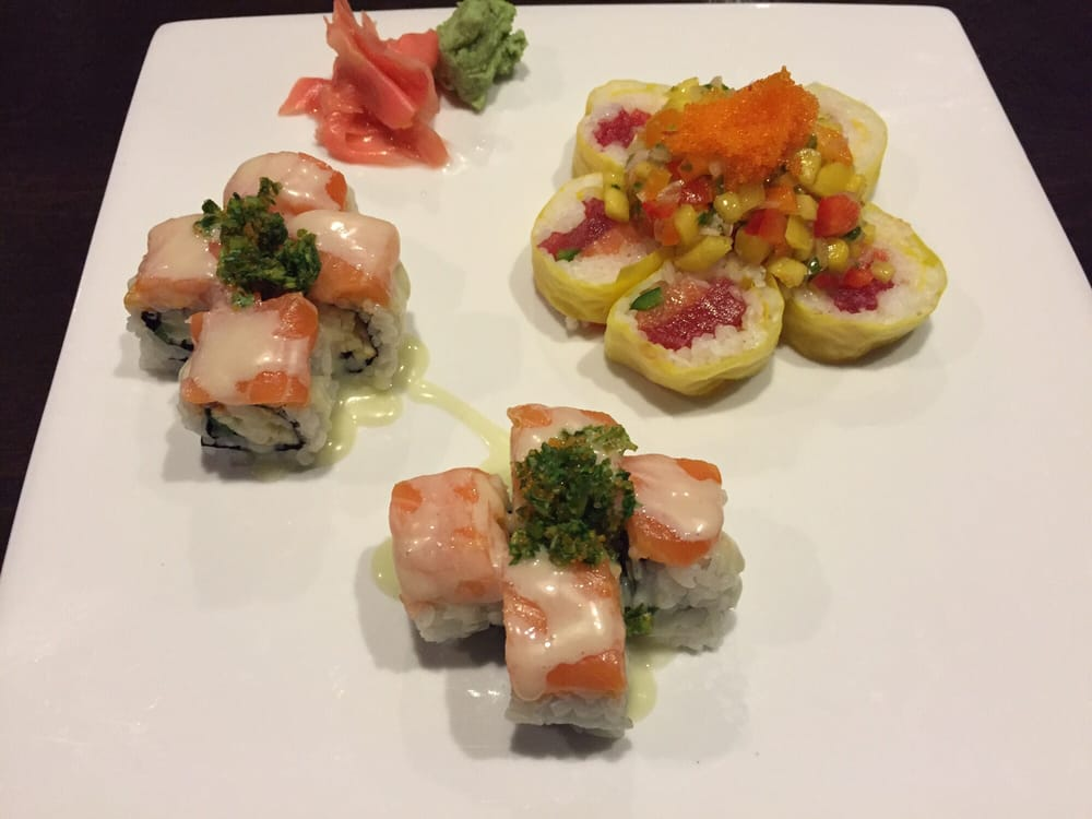 Apple blossom and jalape o pico de gallo roll yelp for Modern house sushi 9 deler sett