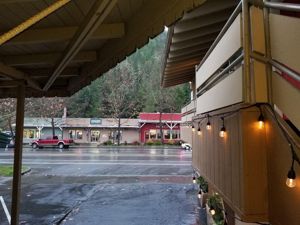 Bigfoot Motel: 39039 Highway 299, Willow Creek, CA