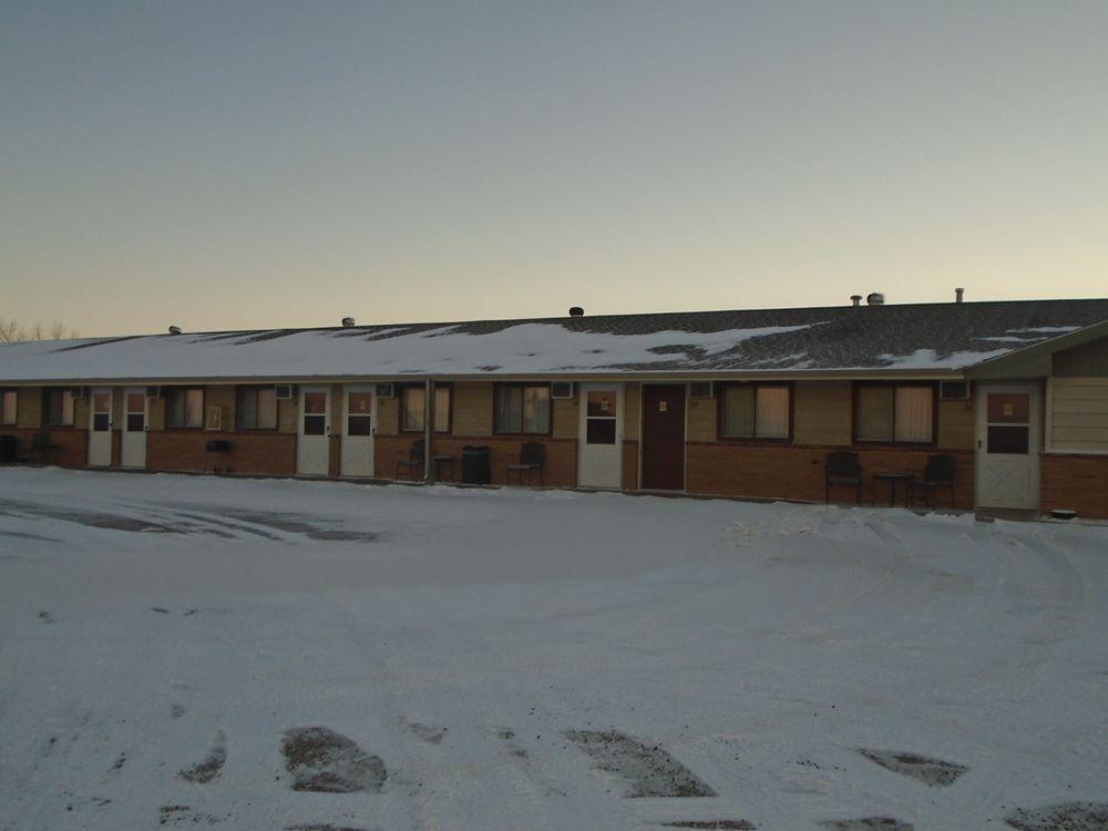 Arrowhead Inn: 1301 N 8th St, New Salem, ND