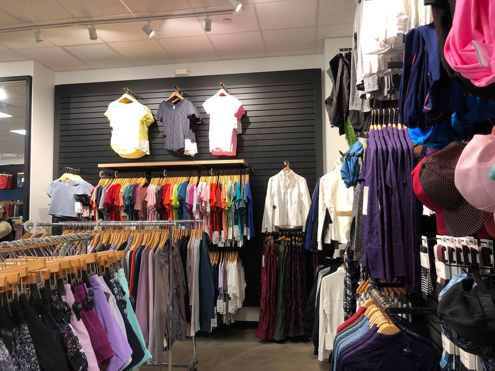 Lululemon Athletica Outlet: 200 Tanger Mall Dr, Riverhead, NY
