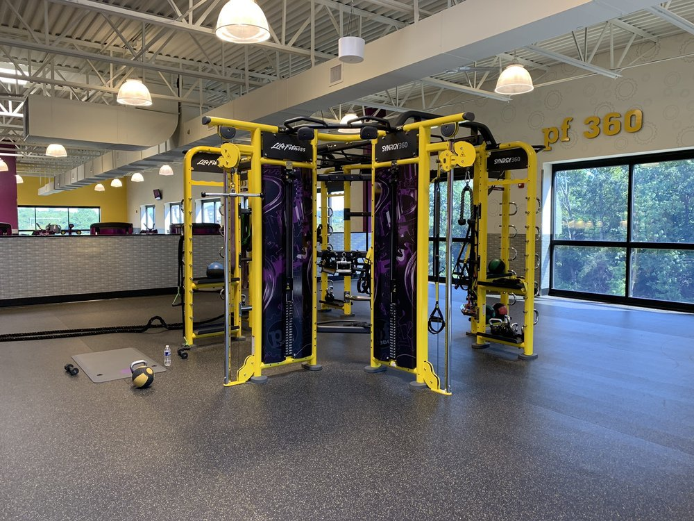 Planet Fitness: 22585 Fitness Court, Sterling, VA