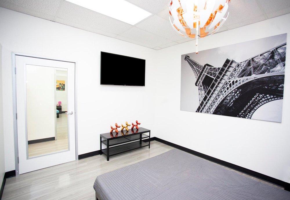 D Pet Hotels Los Angeles: 17553 Ventura Blvd, Encino, CA