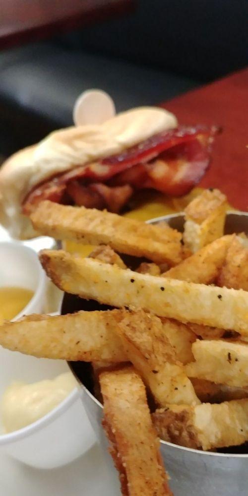 Bird Creek Burger: 6 S Main St, Temple, TX