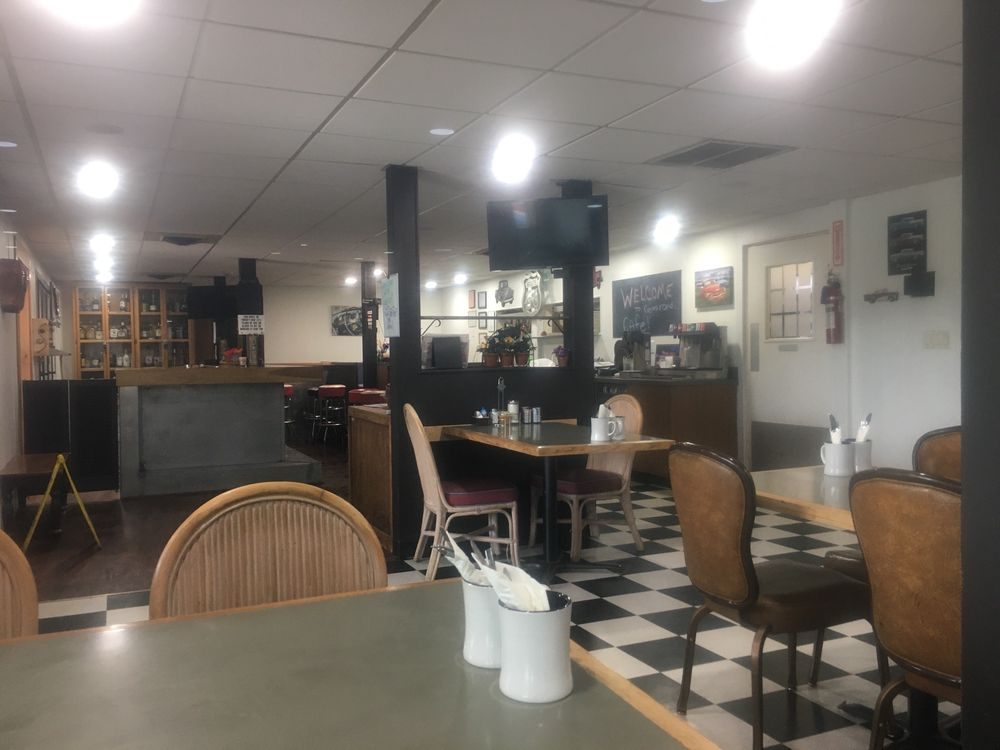 The Crossroads Cafe: 30625 Old Hwy 95, Athol, ID