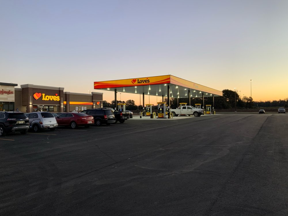 Love's Travel Stops & Country Stores: 1525 E 8th Ave, Cordele, GA