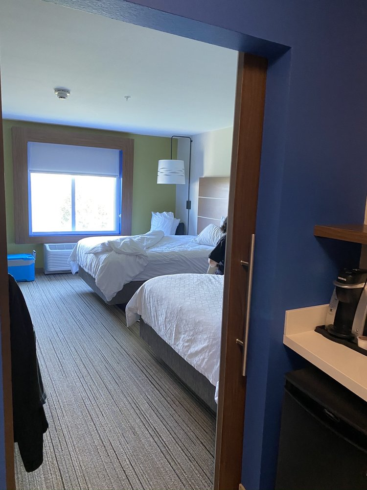 Holiday Inn Express & Suites Hannibal - Medical Center: 120 Shinn Ln, Hannibal, MO
