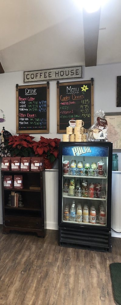 Pinard's Florist Gifts & Coffee Cafe: 120 Central Ave, Ayer, MA