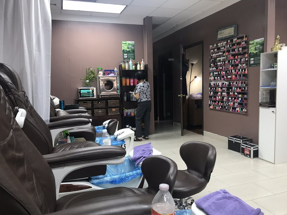 Ruby's Nail Spa: 1816 S Fm 51, Decatur, TX
