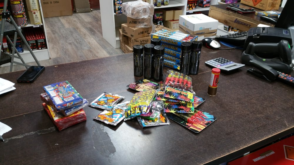 Rocket Fireworks - (New) 21 Photos - Party Supplies - 14 Advance