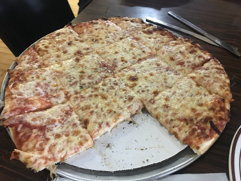 Shane & Penney's Slice of Chicago: 507 W Wisconsin St, Sparta, WI