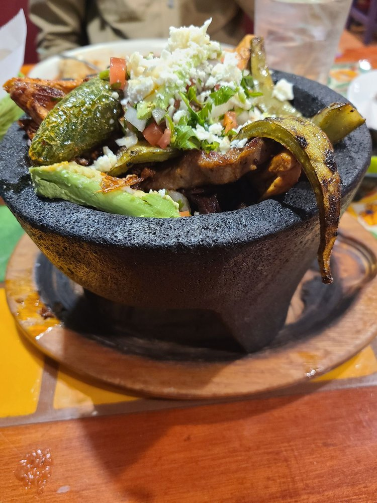 Little Mexico: 800 S Lincoln Blvd, Hodgenville, KY