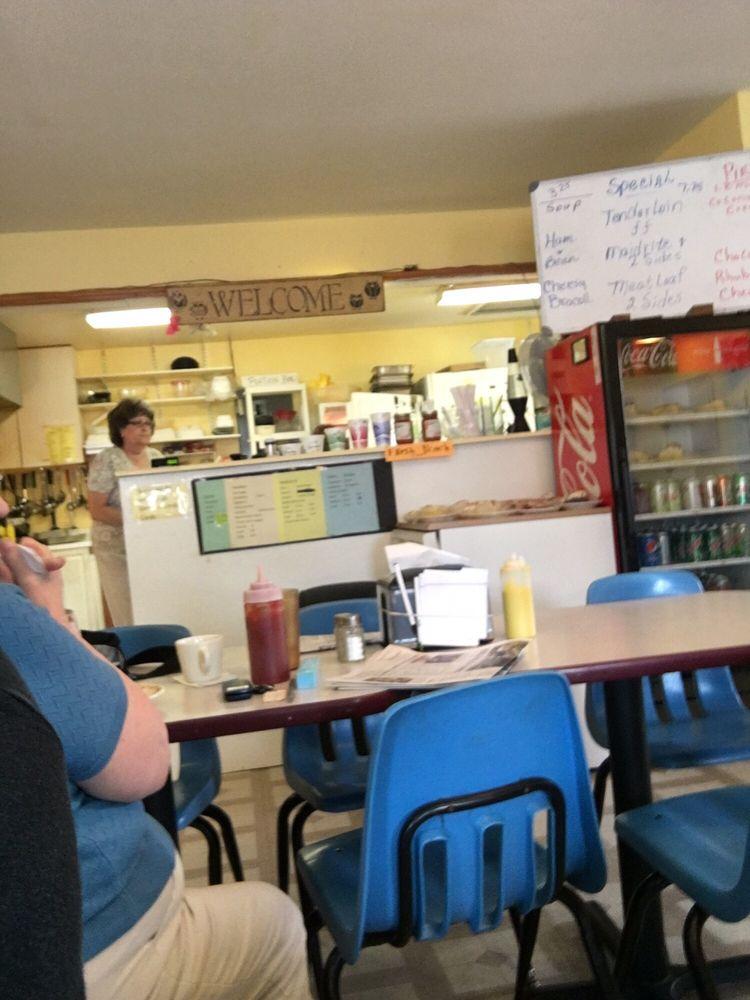 bear creek cafe: 165 West Main St, Wyoming, IA