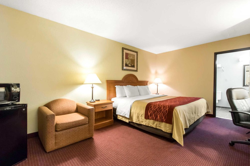 Quality Inn: 210 Cavalry Dr, Glasgow, KY